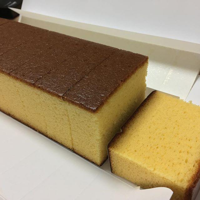 わざわざ自分で買ってまで食べようとはしないカステラ。長崎に行ったのでせっかくだから買ってみた。久しぶりのカステラは、なかなか美味い。でも、ここにクリームが欲しいかも〜!って、そりゃカステラぢゃなくてケーキになっちゃうね。