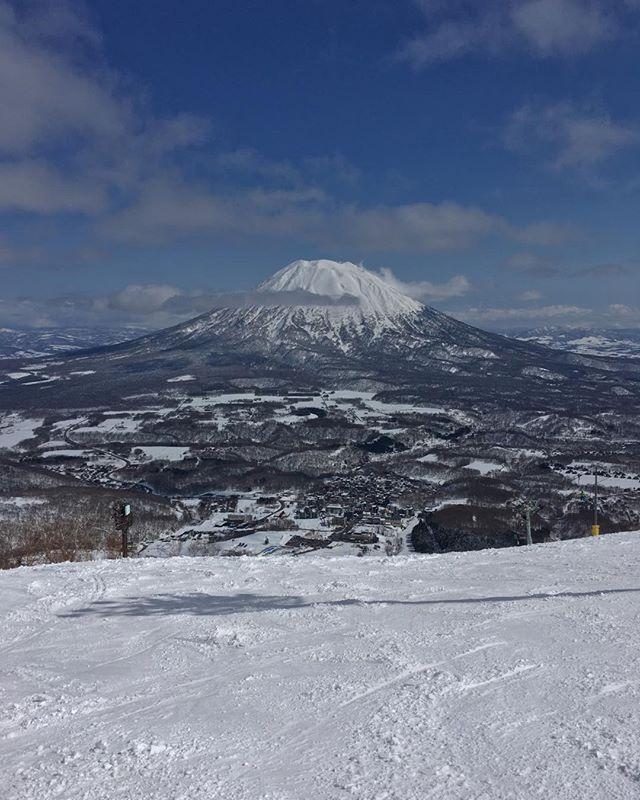 ニセコ.羊蹄山が綺麗に見える。.天気グー。雪質微妙。.まあ、もう4月だしね。